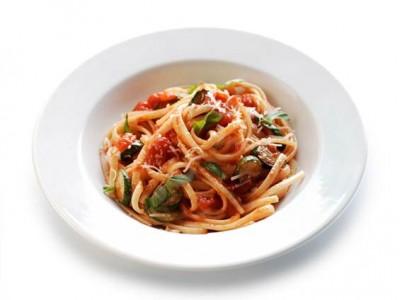 Linguine with courgettes alla Nerano with tomato